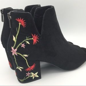 NEW Kenneth Cole New York Boho Floral Ankle Boots